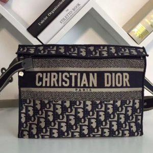 Replica Dior M1292 Clutch bag in Blue Dior Oblique embroidered canvas