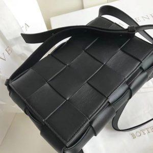 Replica Bottega Veneta 578004 BV Cassette Crossbody bag In Black Lambskin Leather