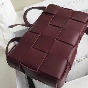 Replica Bottega Veneta 578004 BV Cassette Crossbody bag In Burgunday Lambskin Leather