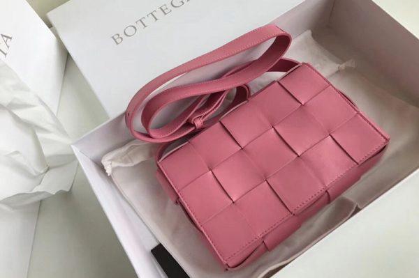 Replica Bottega Veneta 578004 BV Cassette Crossbody bag In Pink Lambskin Leather
