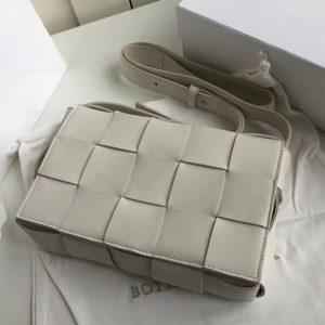 Replica Bottega Veneta 578004 BV Cassette Crossbody bag In White Lambskin Leather