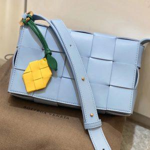 Replica Bottega Veneta 578004 BV Cassette Crossbody bag In Blue Lambskin Leather