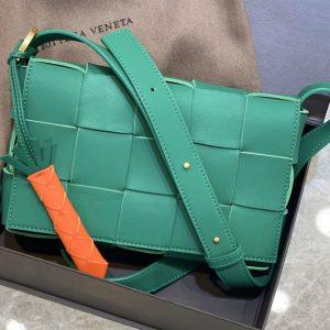 Replica Bottega Veneta 578004 BV Cassette Crossbody bag In Green Lambskin Leather