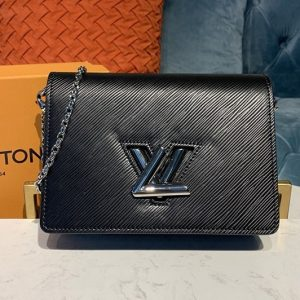 Replica Louis Vuitton M68560 LV Twist Belt Chain wallet in Black Epi leather