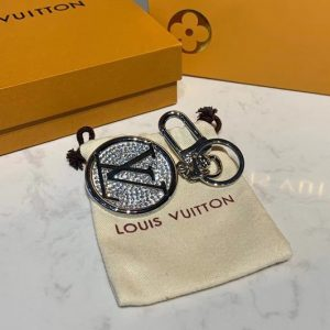Replica Louis Vuitton M68464 LV Circle Strass bag charm and key holder