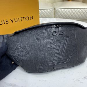 Replica Louis Vuitton M57289 LV Discovery Bumbag in Taurillon Shadow leather