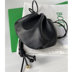 Replica Bottega Veneta 651905 Mini Bulb shoulder bag in Black Nappa leather